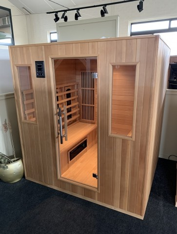 INFRAROOD SAUNA 6 COMFORT WHITE CEDAR SHOWROOM MODEL VLIERDEN